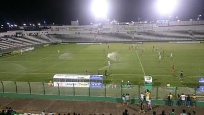 Sergipe x Botafogo irrigação (Foto: Marcos Lavezo)