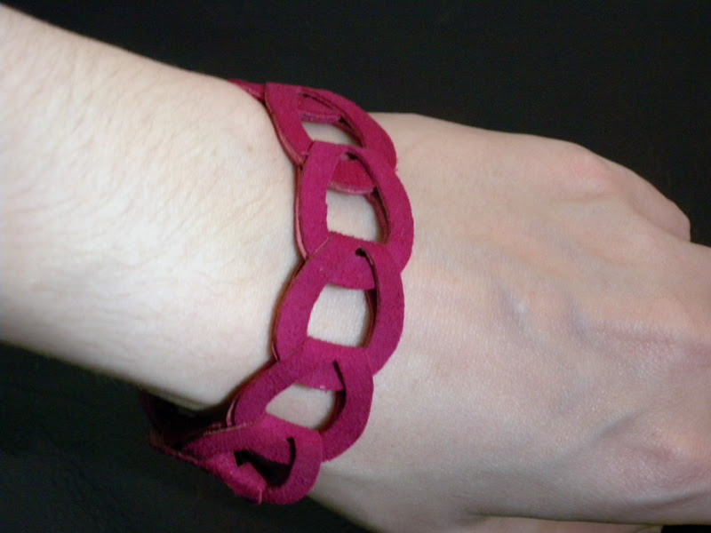 Suede Chain Magenta