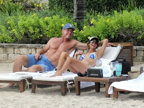 Troy Aikman Flaunts Shredded Bod with New Fiancee - Here's 50-year-old Troy Aikman showing off his insanely...