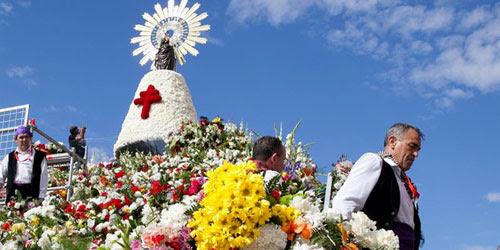 Resultado de imagen de la cruz de lorena y la virgen del pilar