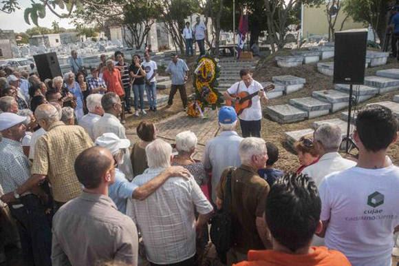 Acto homenaje a los caídos en los sucesos del 13 de marzo, celebrado en la Necrópolis de Colón, en La Habana. (Foto: Abel Ernesto/ AIN)