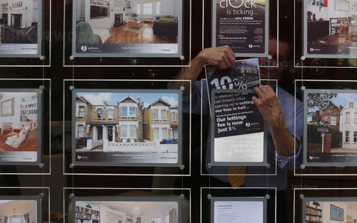 Form an orderly queue - 11 people chasing every property for sale (via Passle)