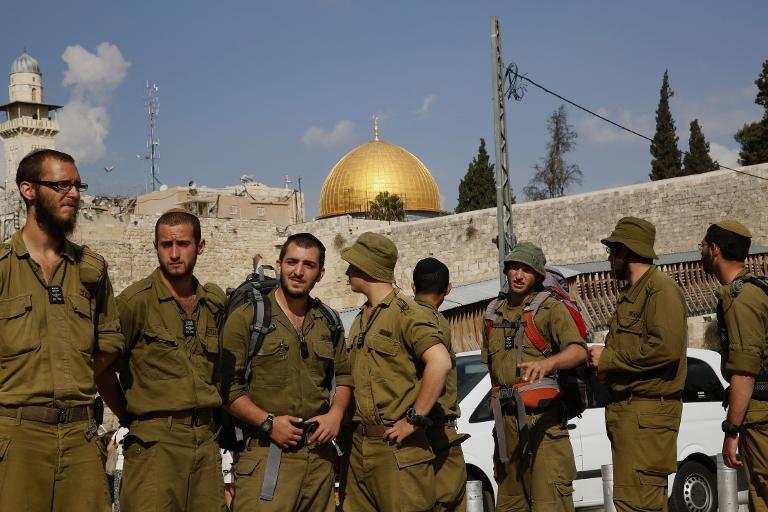 Israel reopens Al-Aqsa mosque ahead of Muslim prayers