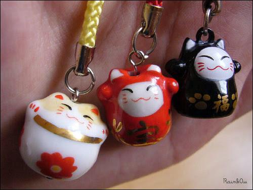 Maneki neko, flickrfan, maneki, neko, lucky, cat, chat, chance, strap, phone, clochette, bell,photo by Rainb0w-dolls on FlickrFan Stan's site licensed under Creative Commons