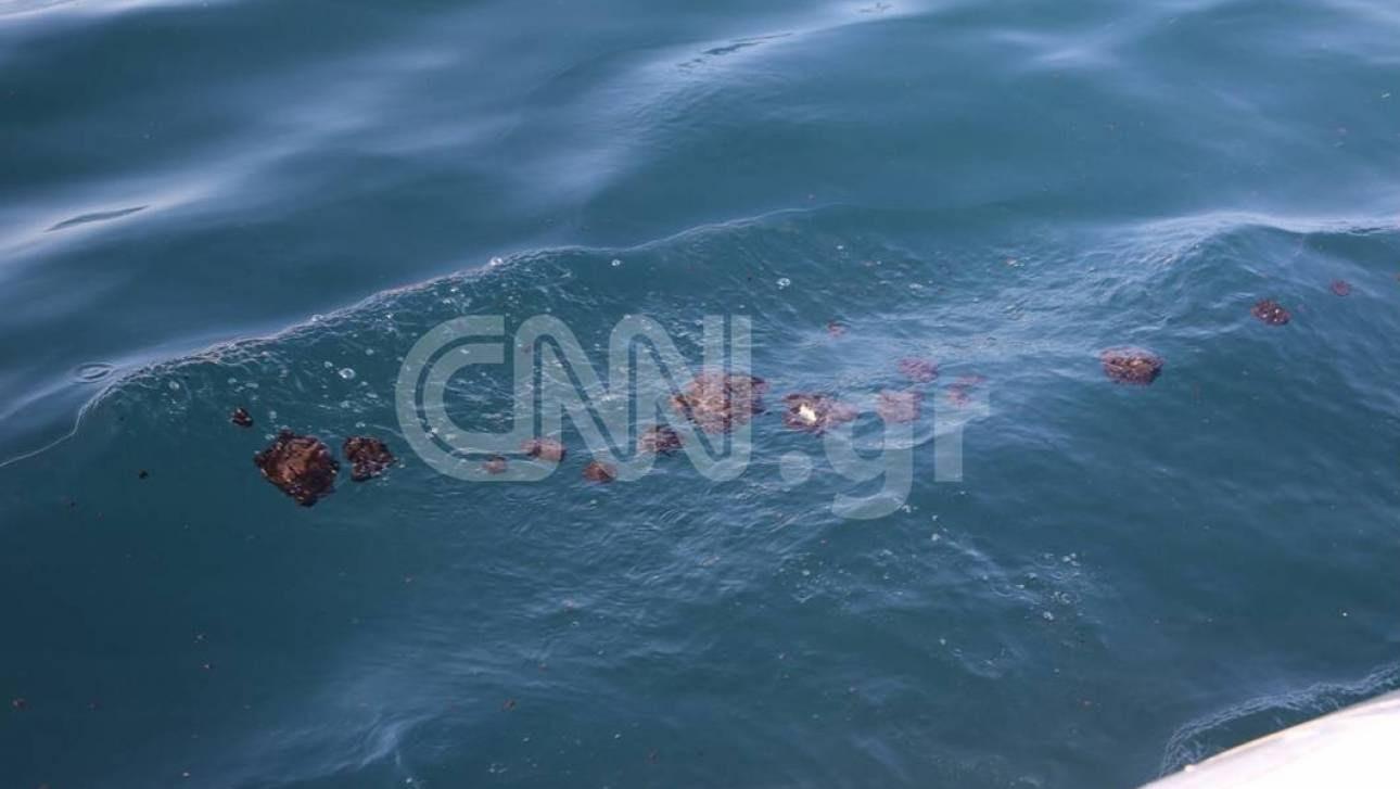 Ο ιδιοκτήτης του δεξαμενόπλοιου ρίχνει τις ευθύνες για τη ρύπανση σε άλλο πλοίο