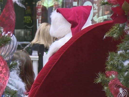 Do mall Santas have to undergo background checks?