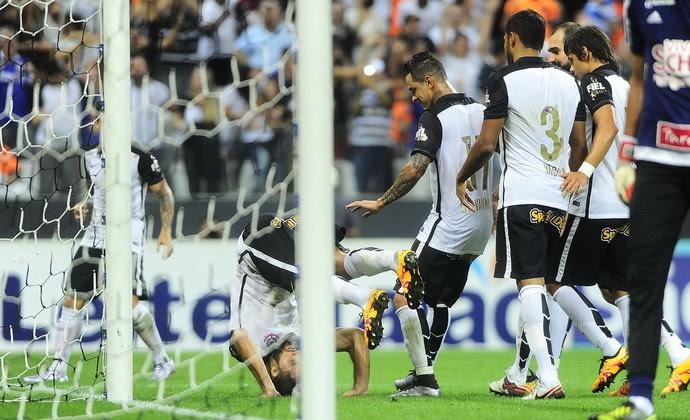 Felipe comemora o gol do Corinthians (Foto: Marcos Ribolli)