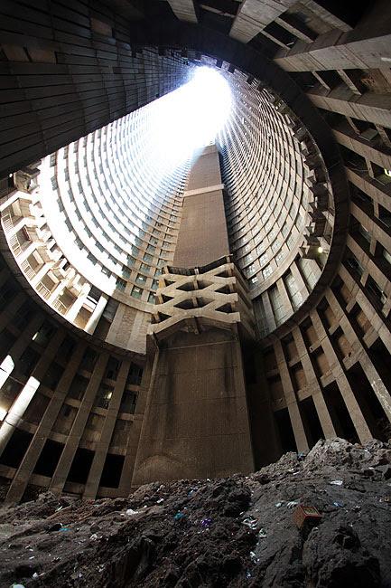 """perierga.gr - Dark Tower: Ο """"πύργος"""" των φτωχών στην Αφρική!"""