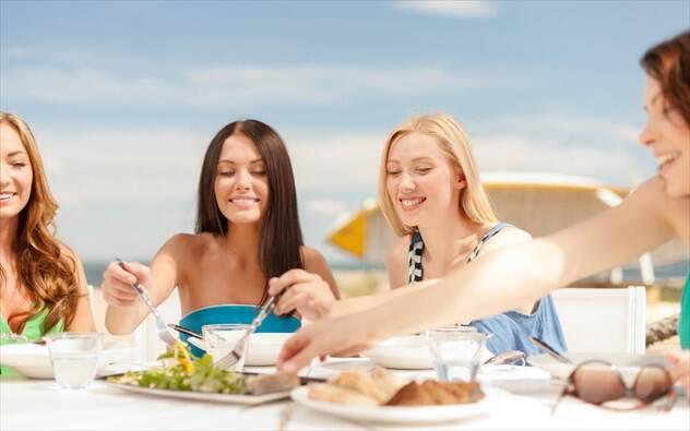 Τι τρώμε στις διακοπές; Συμβουλές από την ειδικό