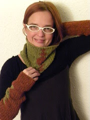 greta sleeves and cowl 017