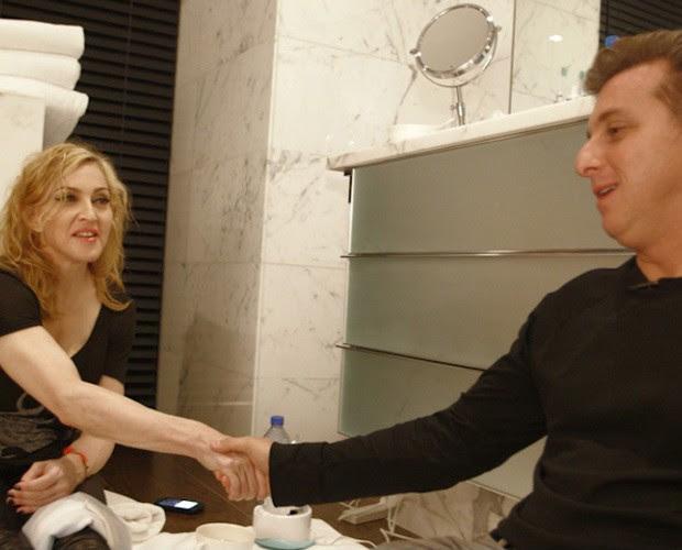Lucano Huck entrevistou Madonna no banheiro (Foto: Caldeirão do Huck/ TV globo)