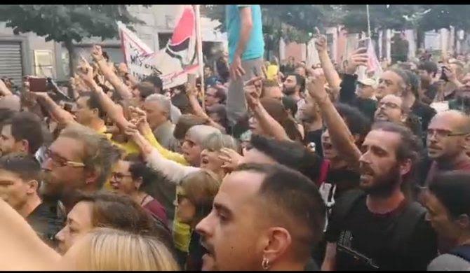 Los contramanifestantes separatistas.