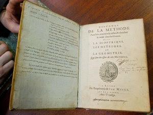 Ediţia originală a lucrării filozofului Rene Descartes, Discurs despre Metodă (Imagine: Mediafax Foto/AFP)