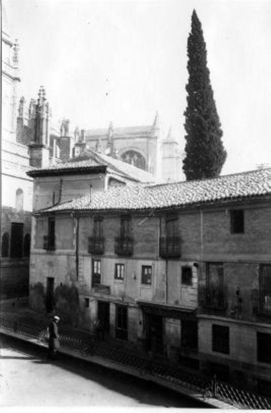 Ciprés majestuoso de la casa del Deán de Toledo (Audiencia provincial) a principios del siglo XX