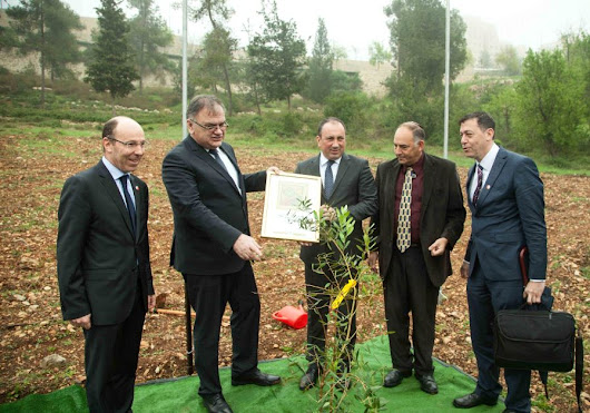 Bosnian President Plants a Tree in Jerusalem's Grove of Nations - Green Israel - Jerusalem Post