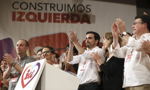 El nuevo Consejo Político federal de Izquierda Unida ha elegido como nuevo coordinador de la formación a Alberto Garzón, que en la foto aparece junto a los miembros del Consejo Político. EFE/Fernando Alvarado