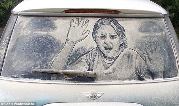 Έργα τέχνης σε σκονισμένα αυτοκίνητα (10)
