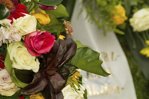 What Do I Say on a Card for Funeral Flowers?   Our