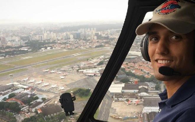 Uan Rocha, piloto da Record que também se identifica como jornalista, durante voo em SP - Reprodução/Instagram