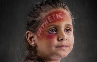 Λεκτική βία: Οι πραγματικές πληγές σε 14 φωτογραφίες ...