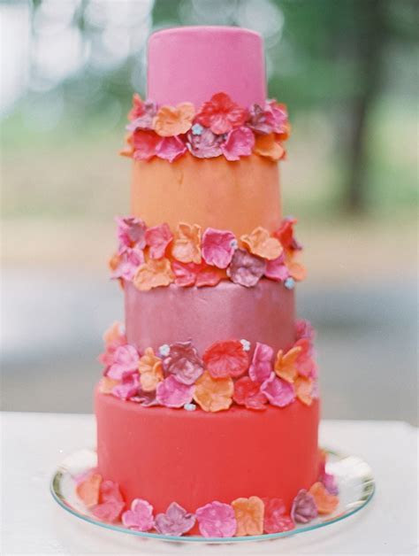 Perfect wedding cake for Summer Weddings