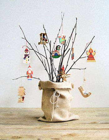 Árvore de natal de galhos secos, fugindo do tradicional