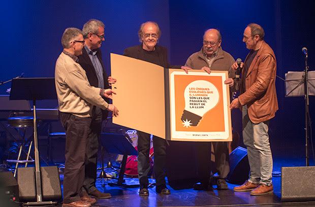 Luis Eduardo Aute recibe el premio BarnaSants a la trayectoria artística. © Xavier Pintanel