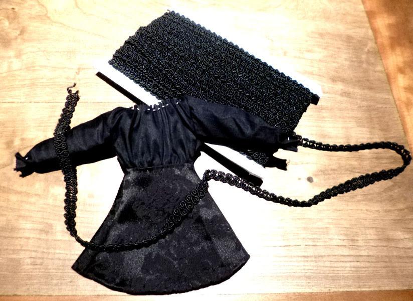 roupas de boneca e aviamentos