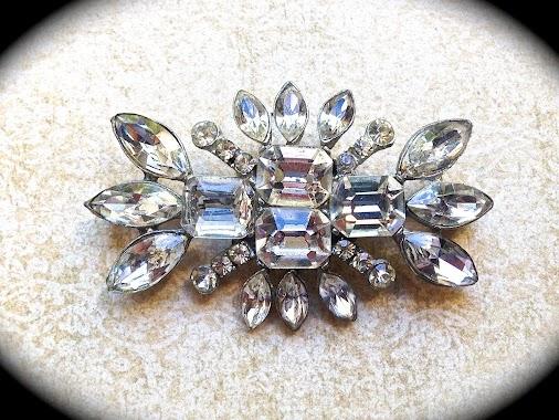 #largebrooch #bridalbrooch #rhinestonebrooch #crystalbrooch #vintagejewelry #artdeco #jewelry #vintagejewelry...