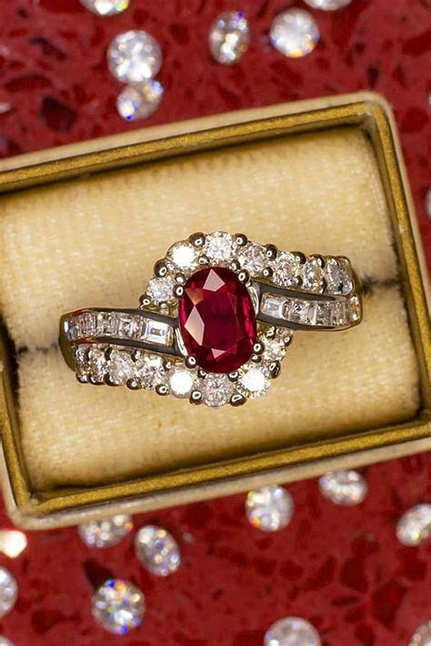 24 Sophisticated Vintage Engagement Rings To Prove Your