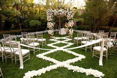 Flower Petal Designs for the Wedding Ceremony Aisle