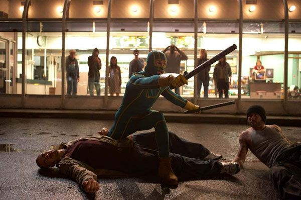 Kick-Ass confronts a group of thugs in KICK-ASS.