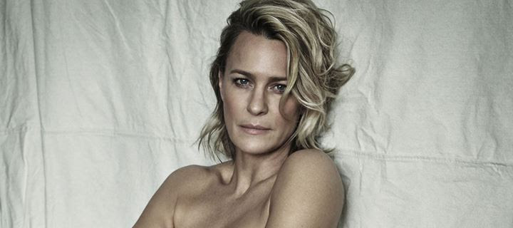 H Robin Wright από το «House of Cards» ποζάρει topless και κόβει την ανάσα