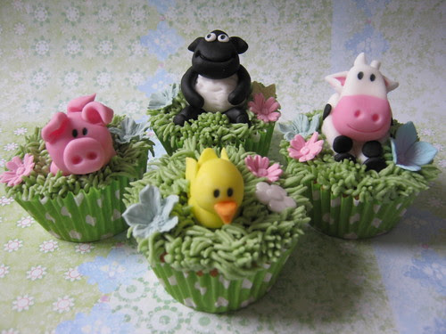 Farm animal cupcakes by pollyd (Paula)