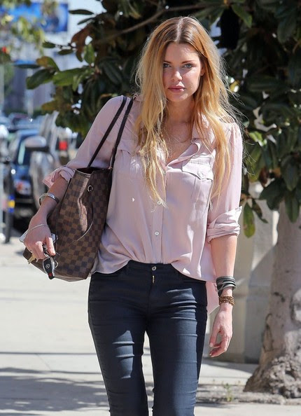 Sophie Monk - Sophie Monk Out For Lunch At The Kings Road Cafe