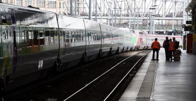 Un andén prácticamente desierto en la estación Gare du Nord durante la jornada de huelga declarada por los trabajadores de la empresa pública del sector ferroviario (SNCF), en París, Francia.EFE/Etienne Laurent