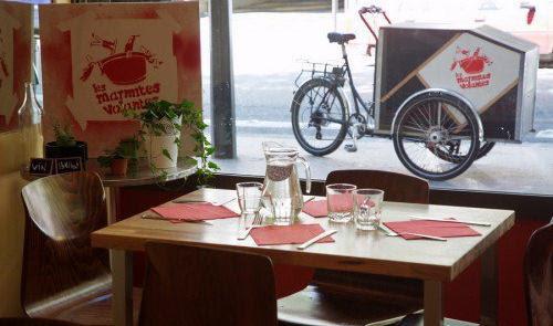 Refeições quentinhas, entregues em casa, por bikes