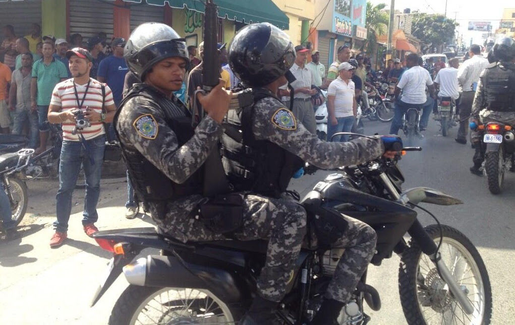 Gobierno anuncia aumentará en febrero salarios a los miembros de la Policía