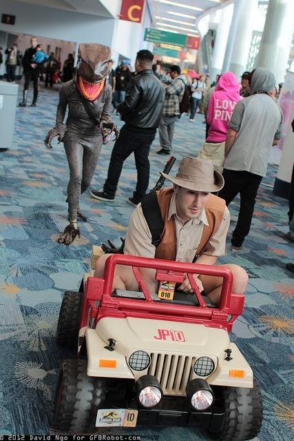 fawnkitten:  tacgnol:  yusufdaistanbul:  scribblescruff:  brandonchesnutt:  Amazing Jurassic Park cosplay. I'm dying. Via Gamma Squad.  I need this. </3  Perfect.  oh god.  heh