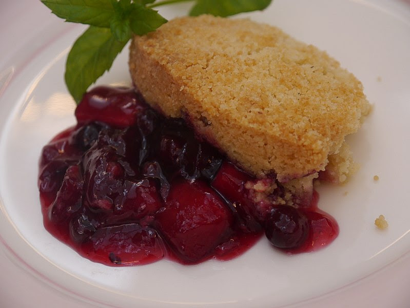 File:Apple and Blackcurrant crumble.JPG