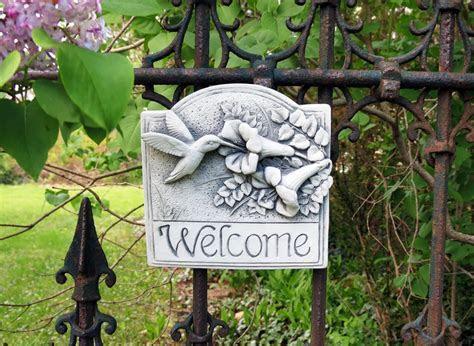 Hummingbird Welcome Plaque    Carruth Studio: Waterville, OH