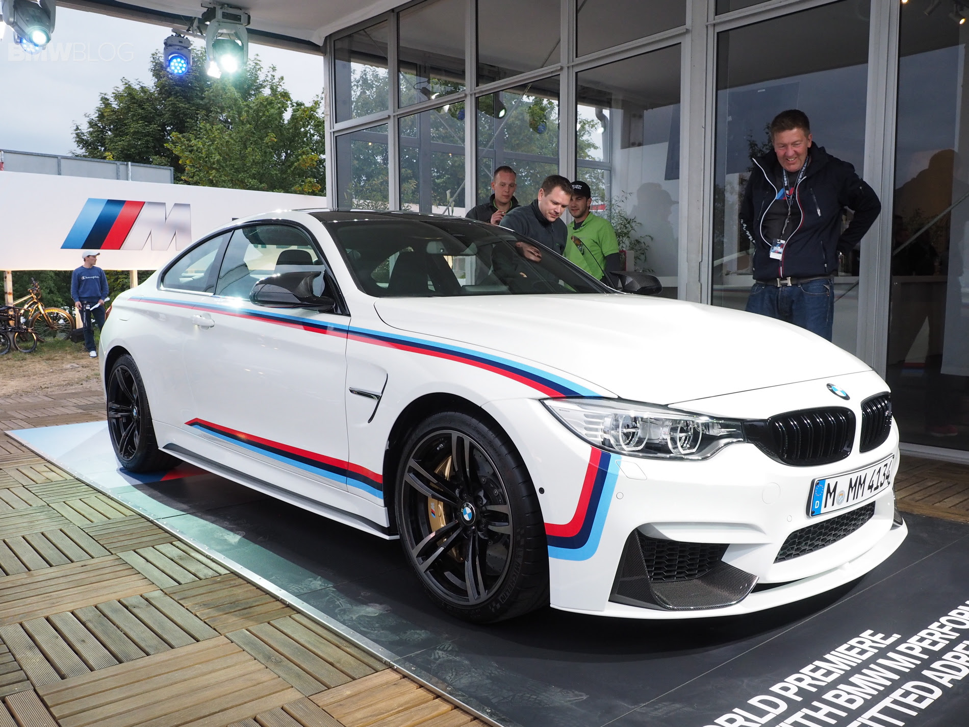 BMW M4 Coup\u00e9 with M Performance Parts  Lista de Carros