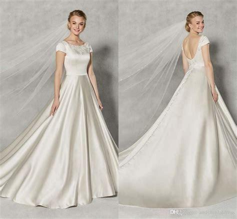 Discount Classic Scoop Neck Cap Sleeve Satin Wedding Dress