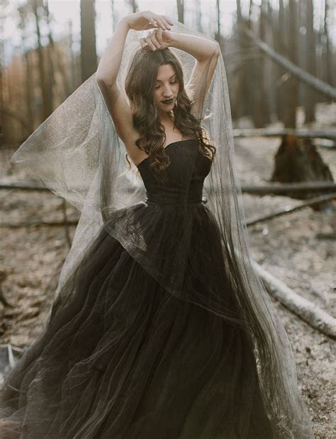 20 Beautiful (and bold!) Black Wedding Dresses : Chic