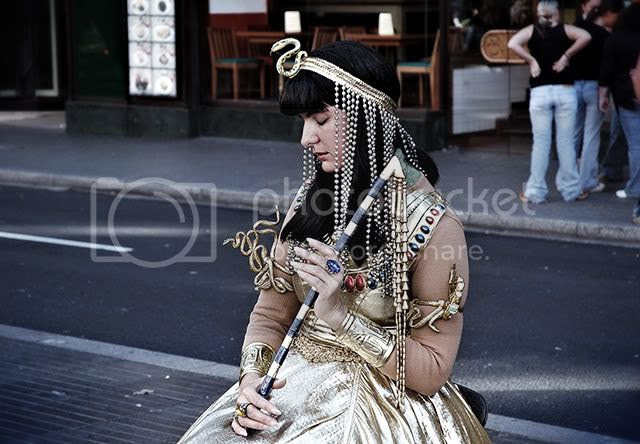 Barcelona Street Artists: Cleopatra in a Trance