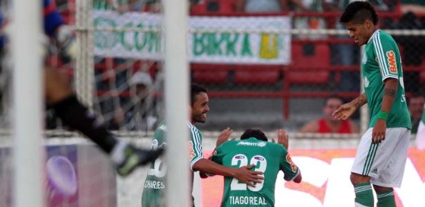 Jogadores do Palmeiras comemoram gol de Tiago Real, que garantiu vitória por 1 a 0