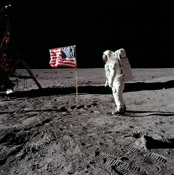 Archivo:NASA AS-11-40-5875.jpg
