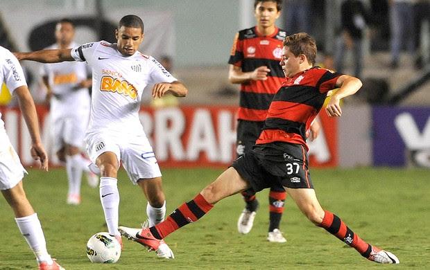 Adryan na partida do Flamengo contra o Santos (Foto: Ivan Storti / Site Oficial do Santos)