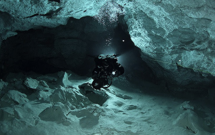 A maior caverna subaquática da Rússia 13