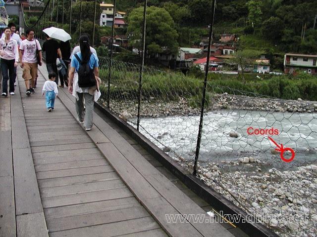 座標在河裡?